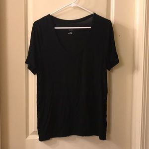 Black scoop neck tshirt